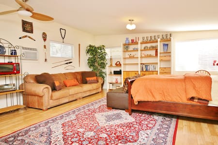 Your Own Guesthouse! Private/Sunny - Sherman Oaks, Los Angeles - House