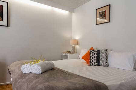 Cozy Comfy Central Studio +balcony - St Kilda - Apartment