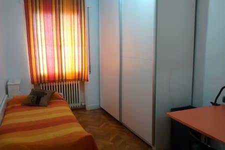 Habitación individual en la Txantrea, Pamplona - 潘普洛纳 - 公寓