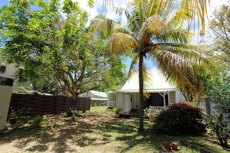 Traditional creole villa right on the beach - Roches Noires