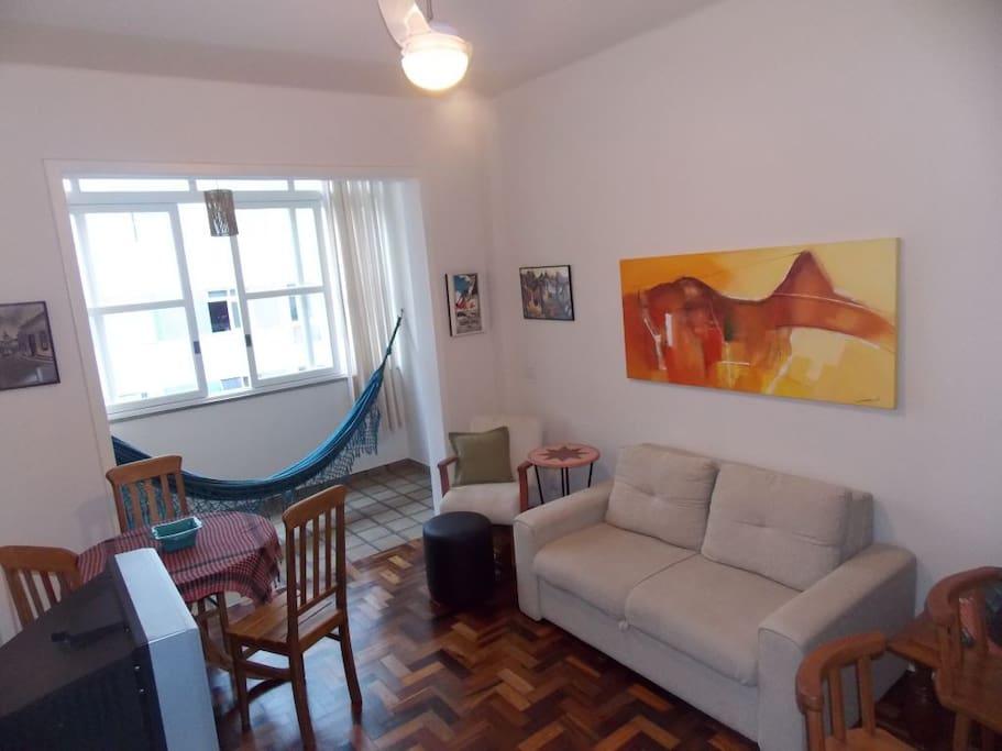 Apt 3 blocks from Copacabana beach