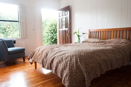 Studio Apt in Historic Downtown HMB - Rumah