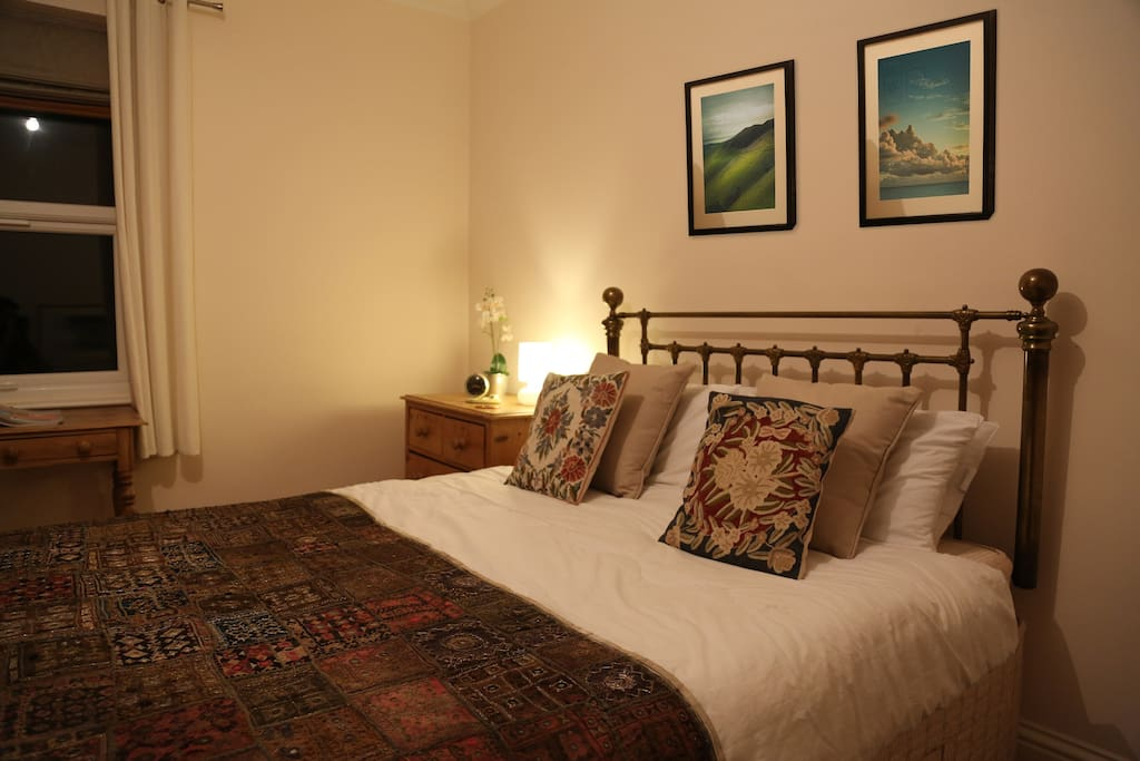 Your room - spacious - 4x5 metres, quiet (it overlooks the back garden), and cosy! Wardrobe and chest of drawers for your things and a writing desk to muse over a notepad and the view.
