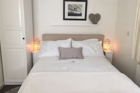 Self contained flat/annexe near Woking / Guildford - Surrey