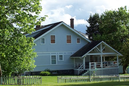 Laird House B&B--South Bedroom - Potlatch - Bed & Breakfast