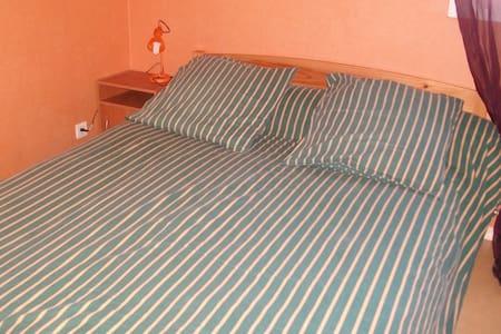 chambre au calme - Libourne - House