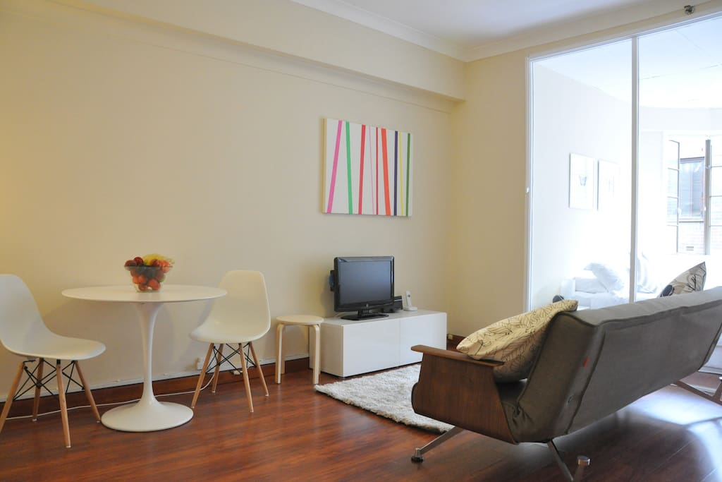 Spacious well equipped one bedroom apartment in the heart of Sydney.