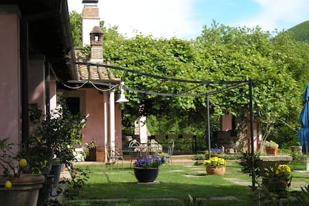 LA CHIESUOLA - DEPENDANCE - Bed & Breakfast