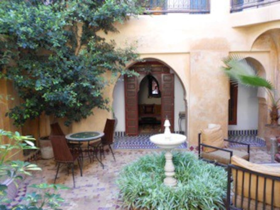 Lovely courtyard- Fragrant Plants and Fountain - to relax - and eat