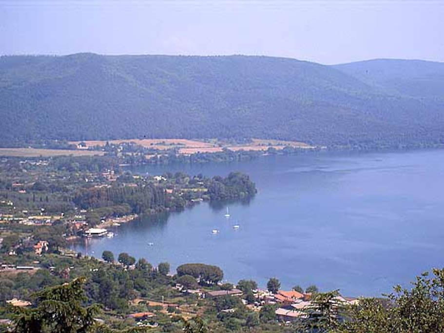 Lake Bracciano just 20 min