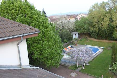 Chambre 1 ds grand maison familiale - Péronnas - Rumah