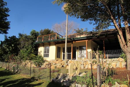 Close to all beaches,overlooks bush - Villa