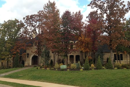 Exclusive golf guest home. Close to U of A. - Fayetteville - House