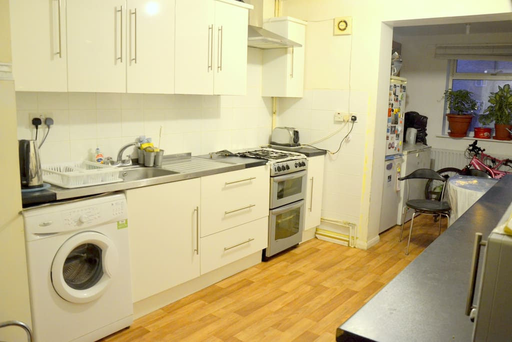 NICE COSY DOUBLE ROOMS FORSHORT LET