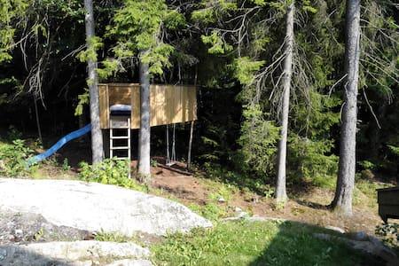 Tretopphytte v/ Moss/Rygge flyplass og Oslofjorden - Treehouse