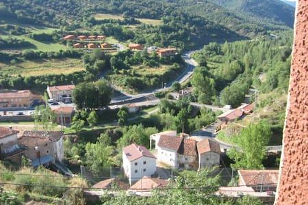 Landhaus in urspanischer Landschaft - Villanueva de Cameros - House