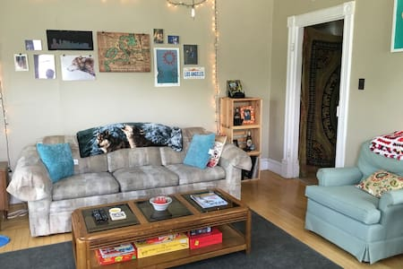Charming Apartment in the Heart of Downtown - Eau Claire - Apartment