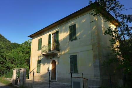 Rustic Hilltop Villa in Tuscany - Villa