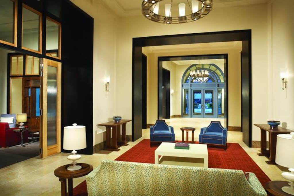 Elegant & Chic Lobby with 24 Hour Full Service Concierge~