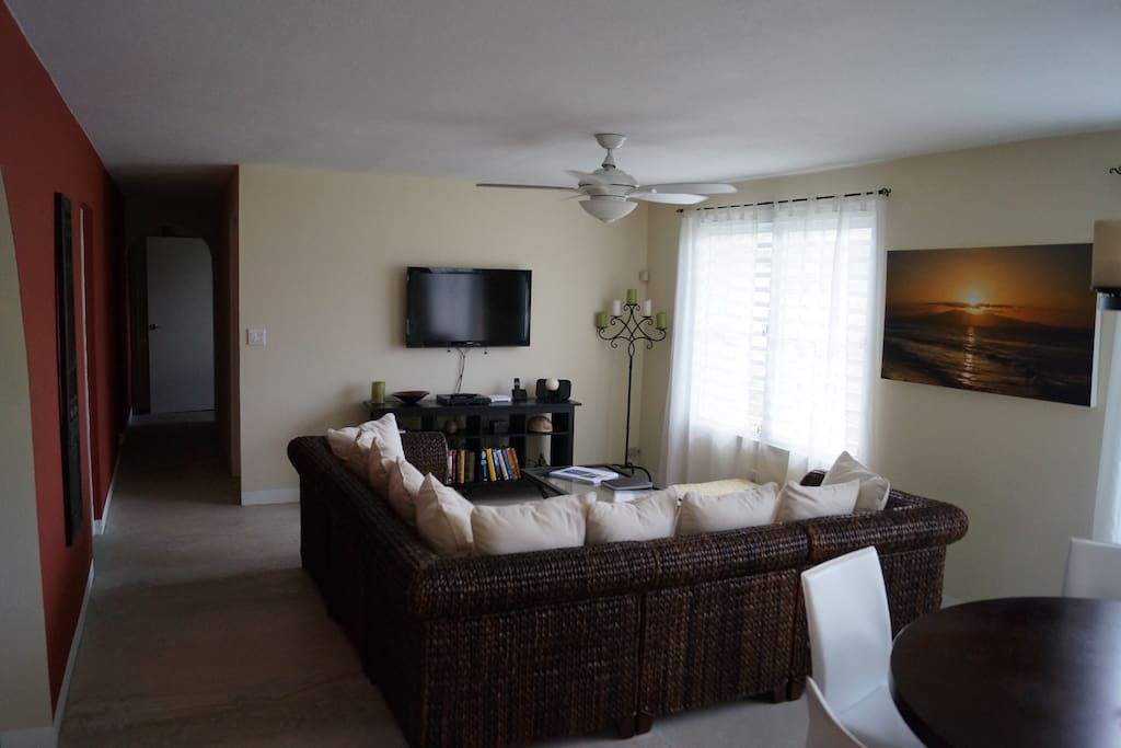 Living Room -HDTV with Dish Network