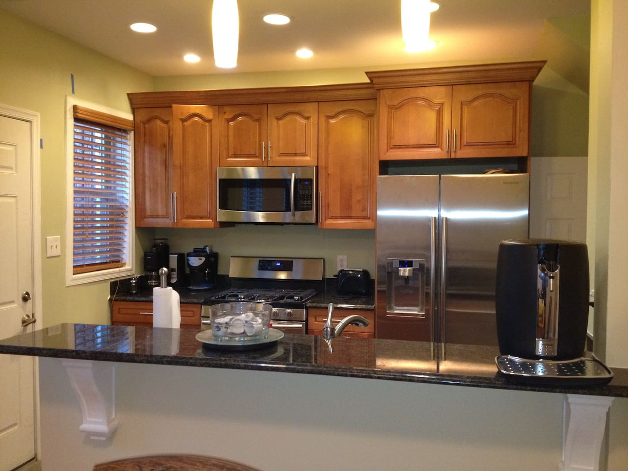 Brand new kitchen that you will have full access to.