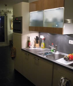 One double room. Room in a 4th floor on a comfortable new apartment complex in a residential area, Almere Poort, close to the beach and 17 min to downtown Amsterdam. Apartment is located in a centric and quiet street with access to public transportation.