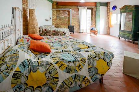 Alojamiento en espacio artístico - Ontinyent - Casa