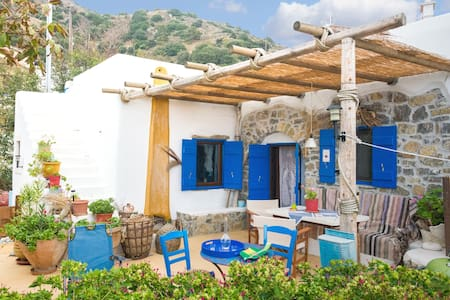 The architect's village house - Μυρσινη - House