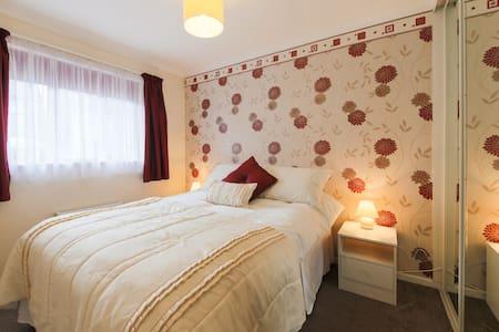 Ideal DBL Bedroom - WiFi &Breakfast - Redruth