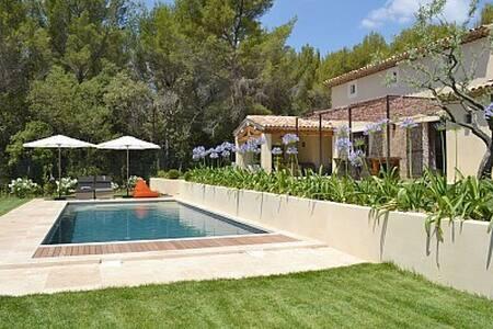 Maison de standing avec piscine - Lourmarin