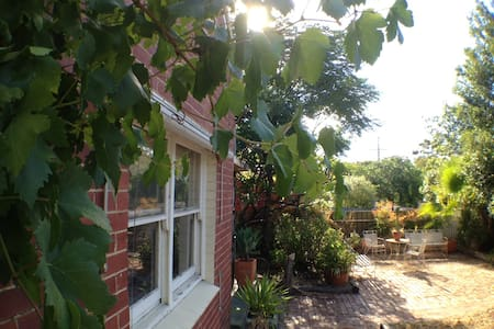 De Vines rm in Sanctuary 6km fm CBD - House