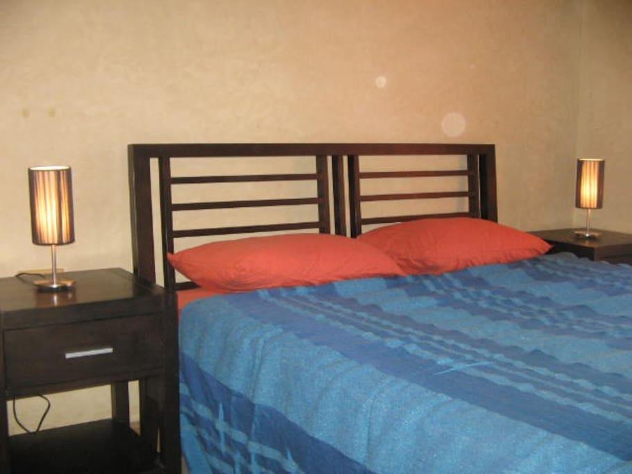 chambre design et confortable- murs en tadelakt - designfull and comfortable room- tadelakt walls