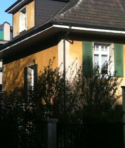 "The yellow Villa ""Kunterbunt"" - Biel/Bienne - House"