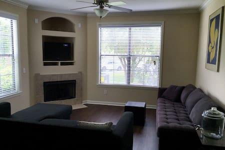 Clean Room / Private Bath, Luxury Apartment - Appartamento