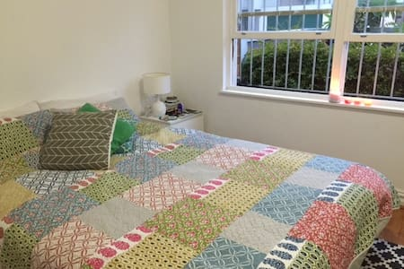Nice bedroom 5 min from the beach! - Coogee - Apartment
