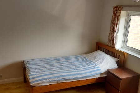 Single bed in Double room in a quiet house - House