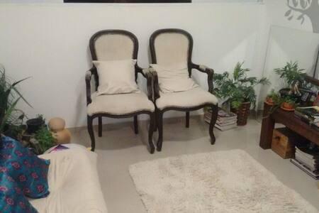 Suite no Manaíra com ar condicionado - Apartamento