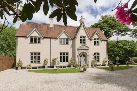Victorian Manor House (Chilterns) sleeps 18- 20 - Cadmore End - Huis