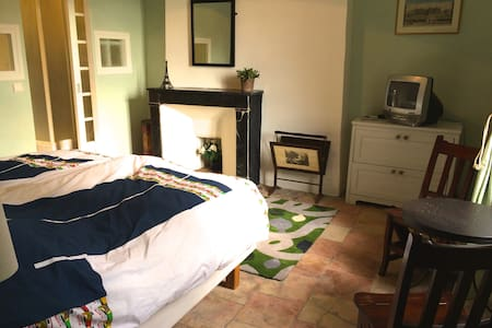 Double room with bathroom in a 16th century house - Argelliers - Townhouse