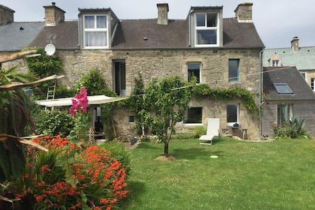 Chambre dans maison de village à proximité du port - Omonville-la-Rogue - Hus