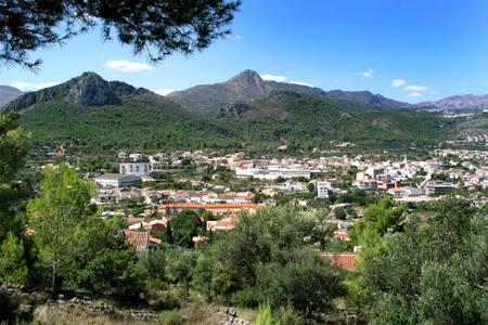 Bonita y amplia casa de pueblo - Orba