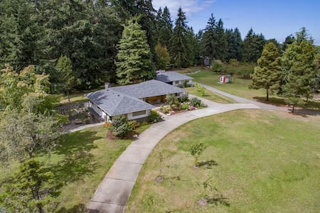 A big friendly home in a spectacular setting. - Sequim - House