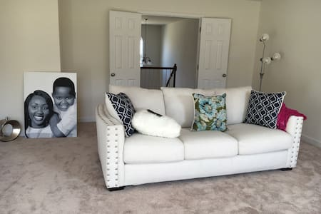 Cozy Bedroom 5 minutes away from Richmond airport. - Richmond - House