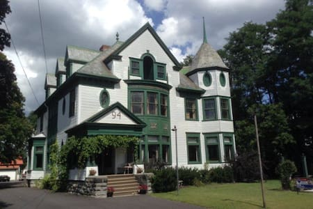 The Queen Victoria - Plattsburgh - House