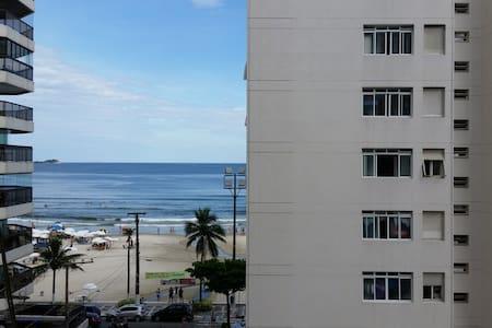 os quartos são suites, salas amplas - Guarujá - Apartment