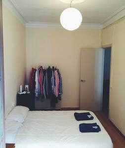 Out for vacations. Rent my room in Plaza Catalunya - Apartment