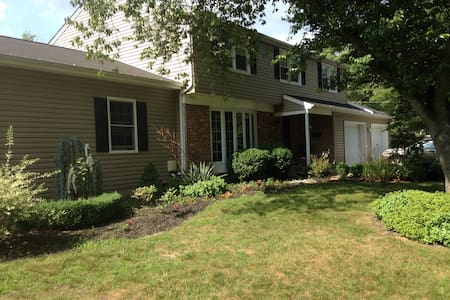 Enjoy the outdoors with large  4br home w/ firepit - Evesham Township - Σπίτι