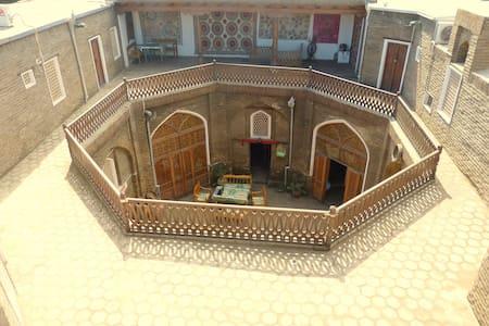 Mekhtar Ambar Karavan Saray Hotel - Bukhara - Castello