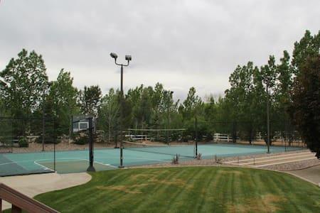 Huge Estate, Private Tennis Court/Amazing Backyard - Cedar City - House