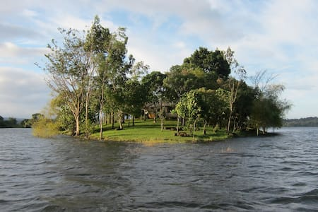 Your own Island in lake near Manila - Cavinti - Haus